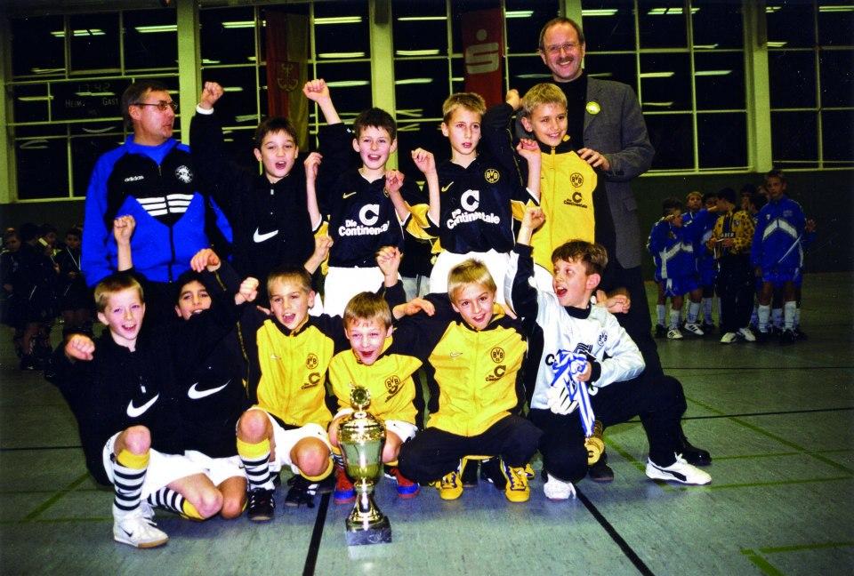 Vize-Sieger 1997: Borussia Dortmunds U9-Jugend mit dem heutigen Nationalspieler Marco Reus (unten links).