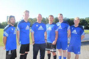 Die Neuen beim Trainingsauftakt: (v.l.) Eren Yuna, Julien Fast, Trainer Dirk van der Ven, Fabio Antonacci, Tim Peterhanwahr und Marius Westhaus.