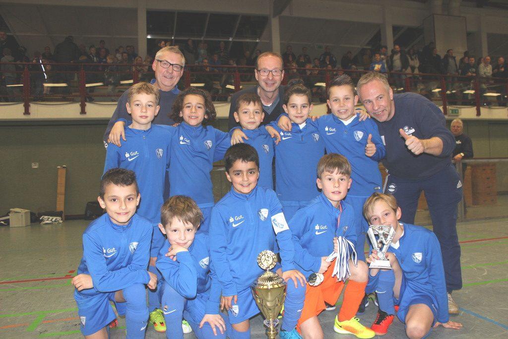 Bis auf die letzte Partie des Turniers, entscheidet die U9 vom VFL Bochum alle Partien des 23. U9 Sparkassen-Cups für sich. Die Jungs aus dem Ruhrpott holen sich somit hochverdient den Turniererfolg. Bild: Reinkemeier